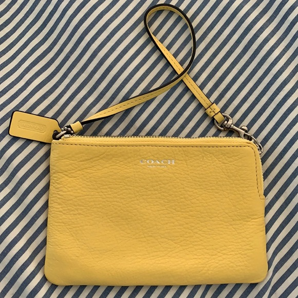 Yellow Pebbled Leather 💛 Coach Wristlet